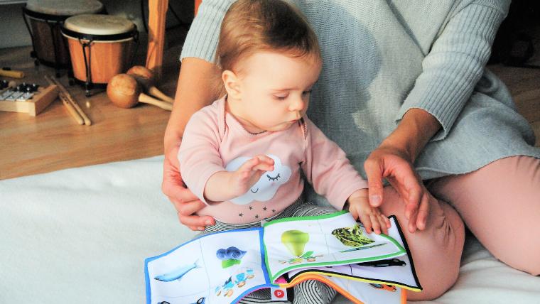 赤ちゃんに話しかけるのは英語でも大丈夫